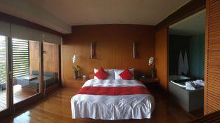 Room1313bed