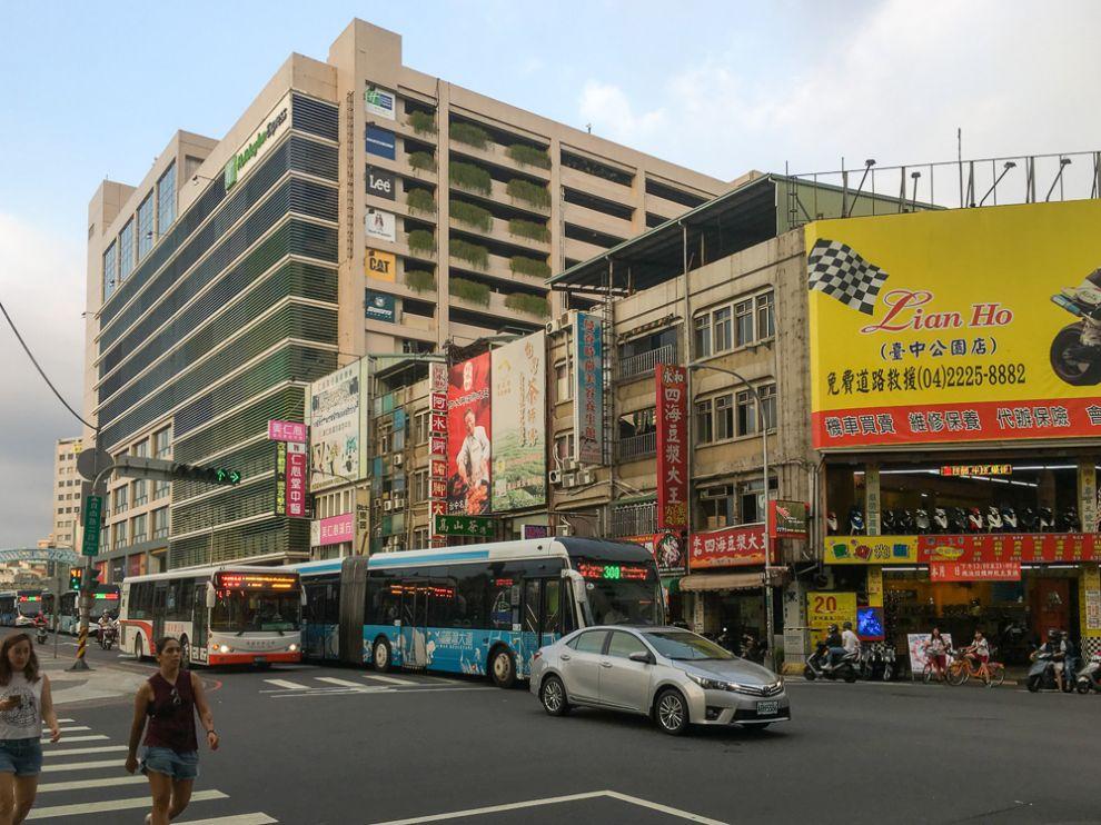 StreetneartheOrangeHotelinTaichung