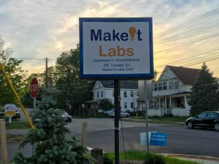 MakeIt Labs Sign